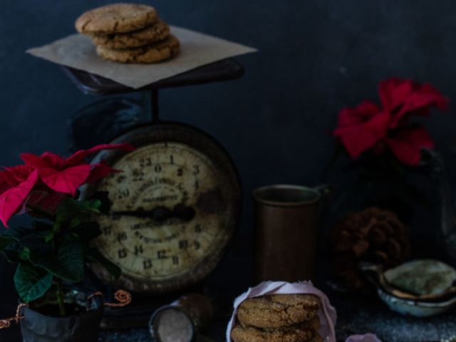 beautiful moody food photo of christmas cookies