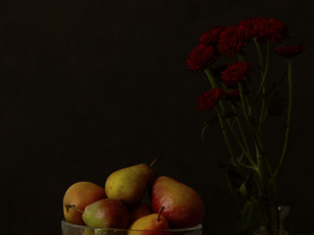 Beautiful food photo of still life of pears in Vermeer light