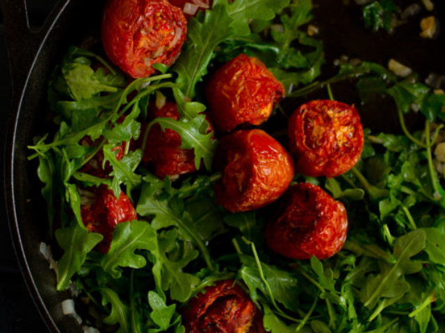 roasted tomatoes and arugula food photo
